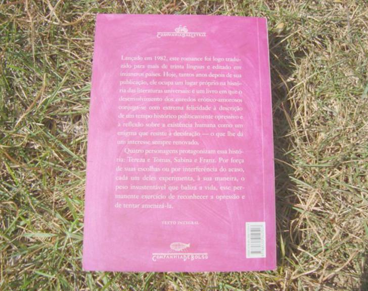 contra capa do  livro A insustentável leveza do ser de Milan Kundera