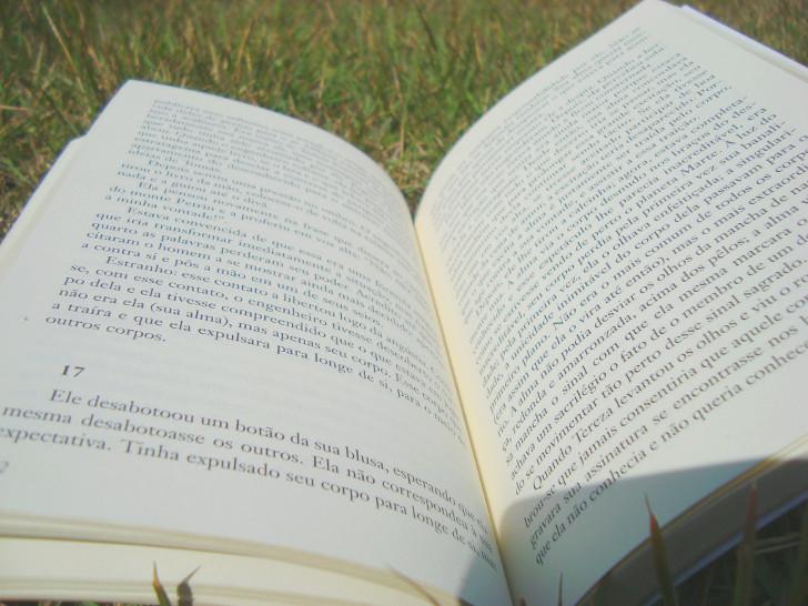 páginas do  livro A insustentável leveza do ser de Milan Kundera