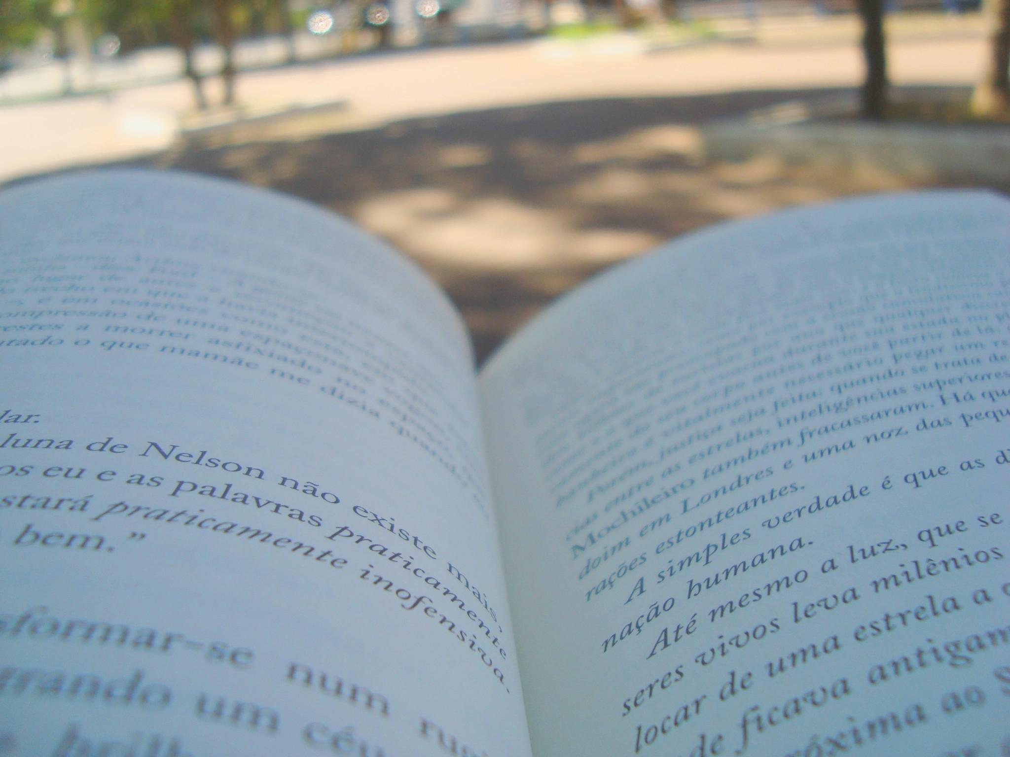 Páginas do livro O guia do mochileiro das galáxias