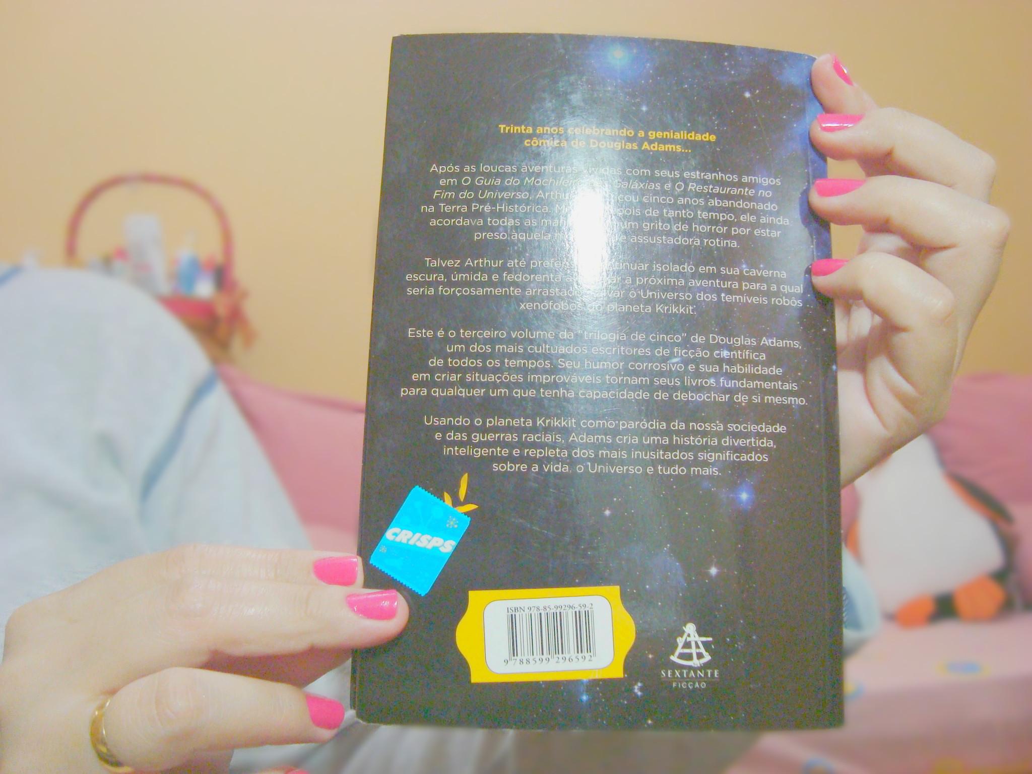 Contra capa do livro A vida, o universo e tudo mais da série O Guia do Mochileiro das Galáxias
