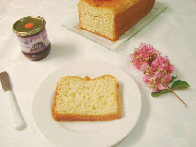 geleia de amora, receita de pão de forma caseiro e flores