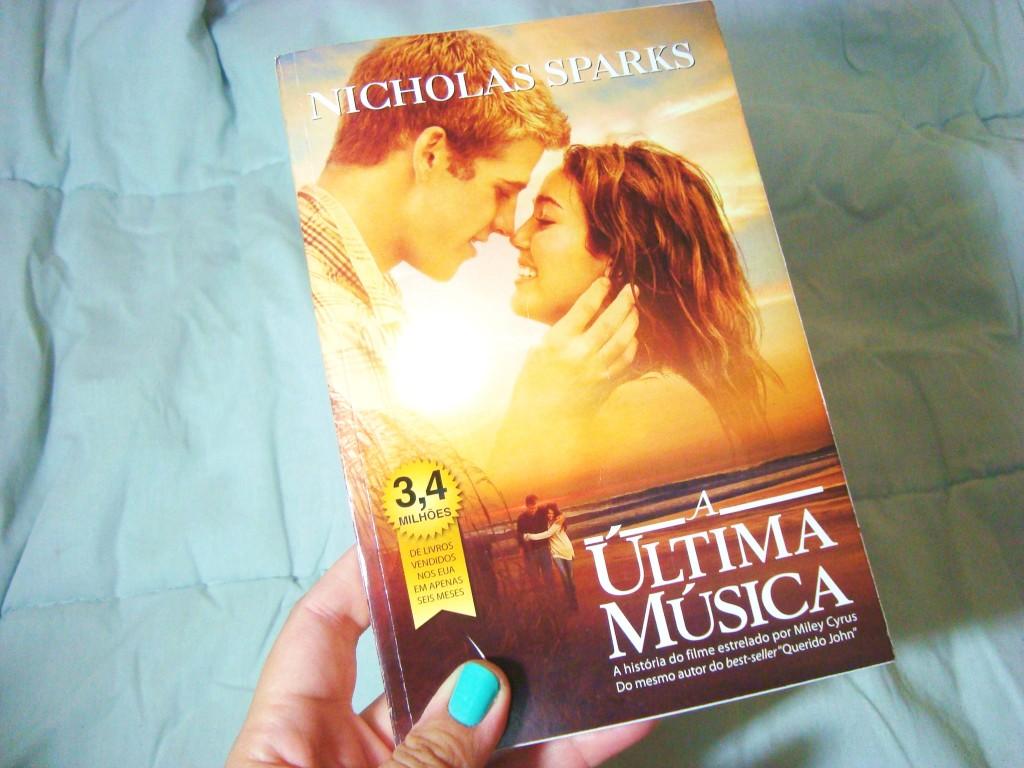 """Capa do livro """"A última música"""""""