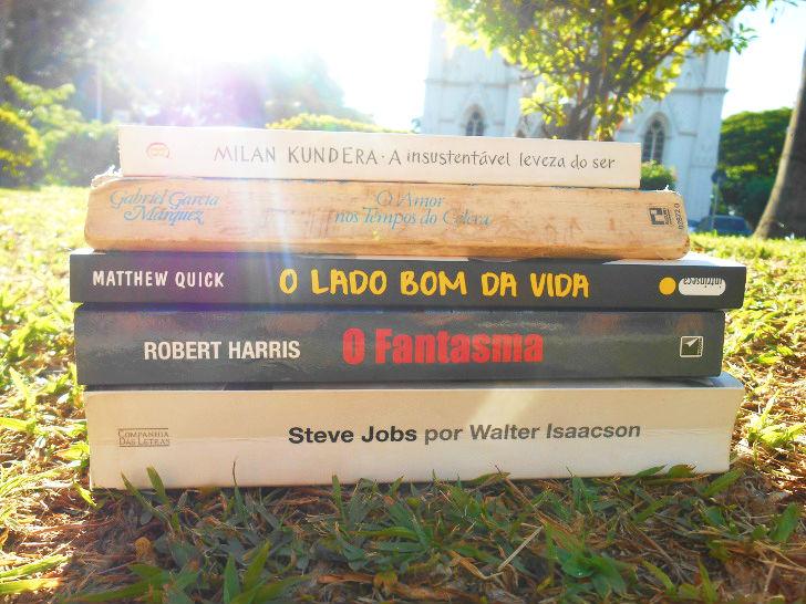 """Lista de livros de drama, romance e ficção: """"O amor nos tempos do cólera; Biografia de Steve Jobs; O fantasma; O lado bom da vida; A insustentável leveza do ser"""""""
