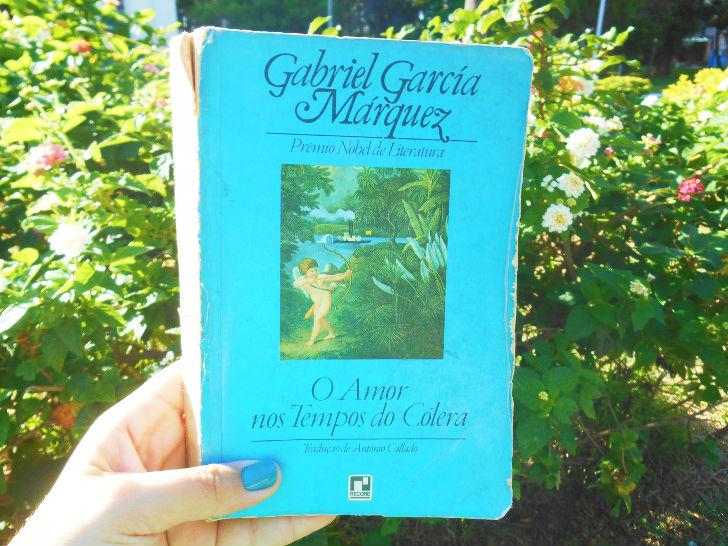"""Capa do livro """"O amor nos tempos do cólera"""" Gabriel Garcia Marquez"""