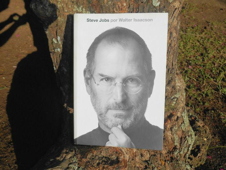 Capa da Biografia de Steve Jobs por Walter Isaacson