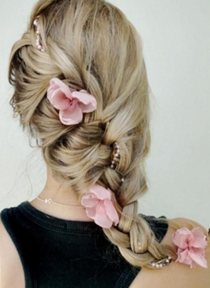 trança com flores no cabelo
