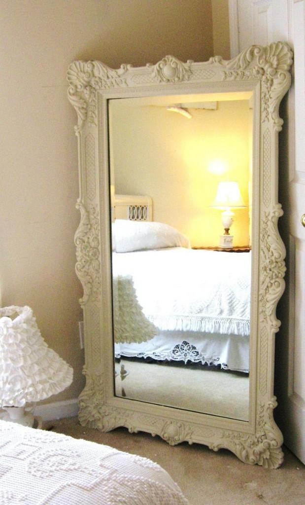 espelho com moldura clássica