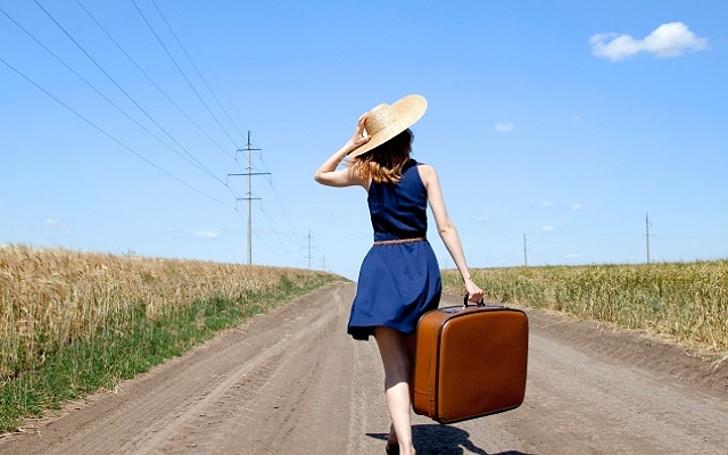 moça na estrada, viajando