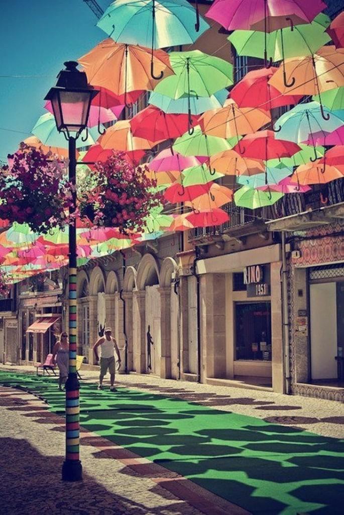 céu cheio de guarda-chuva