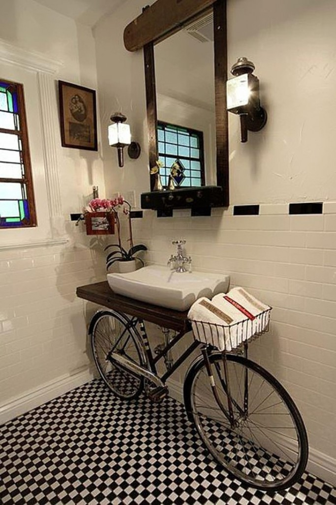 banheiro decorado com bicicleta