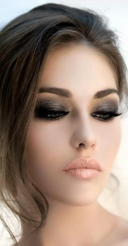 maquiagem básica com olho bem esfumado