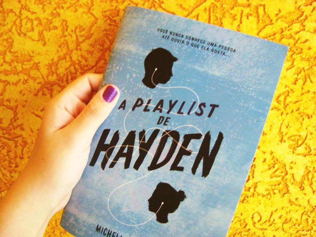 "capa do livro ""A playlist de Hayden"" de Michelle Falkoff"