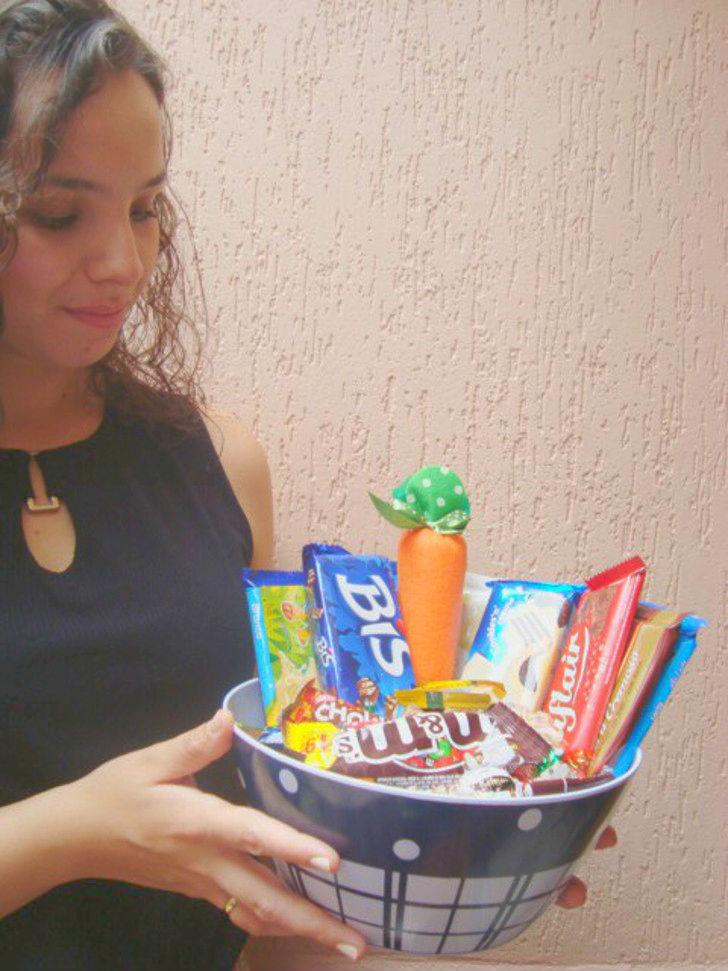 cesta com chocolates na páscoa