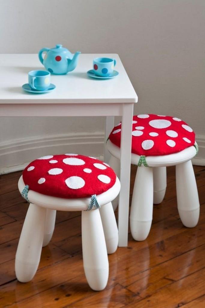 banquinhos com almofadas de cogumelos, banquinhos para criança