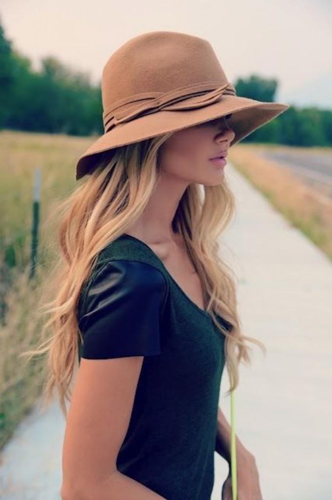 chapéu feminino clássico e nude