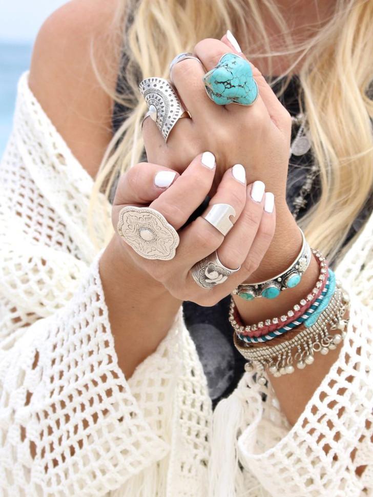 mix de pulseiras e aneis turquesa