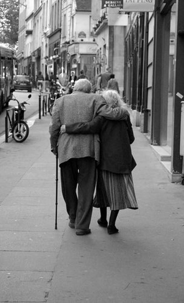 casal velhinhos apaixonados