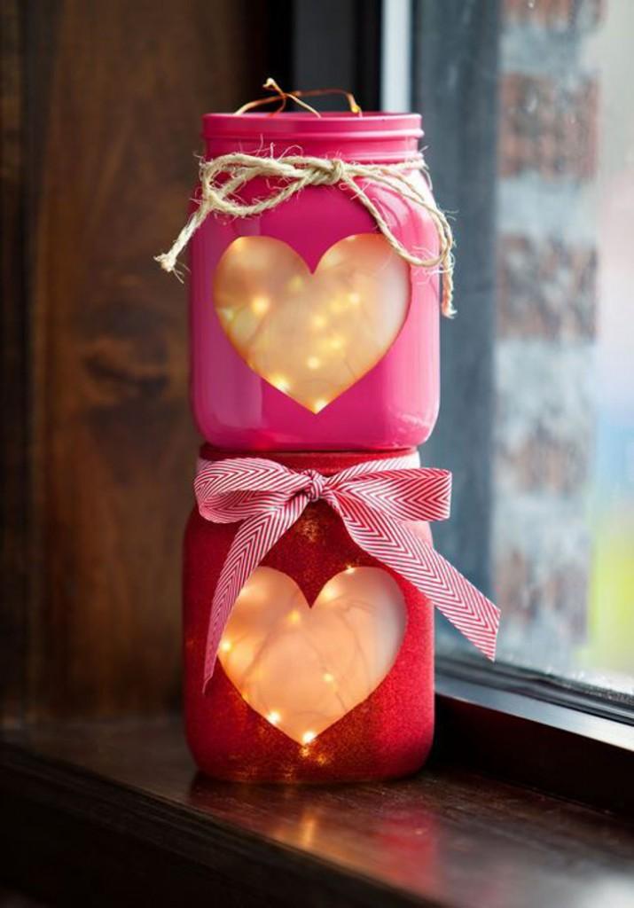 decoração romântica com coração e pisca-pisca