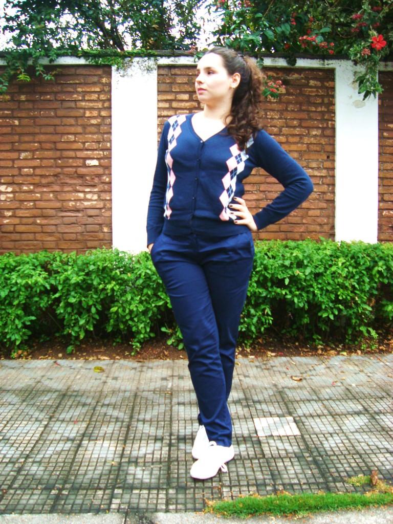 look com suéter azul marinho com losango