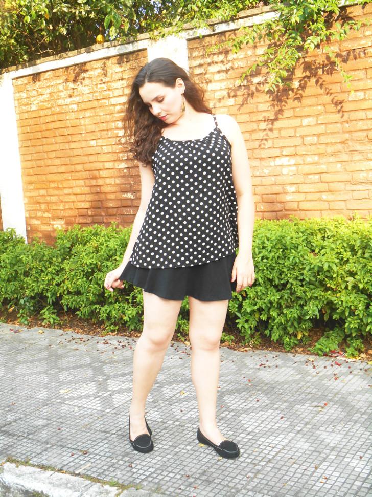 saia preta + blusa de poá - look do dia