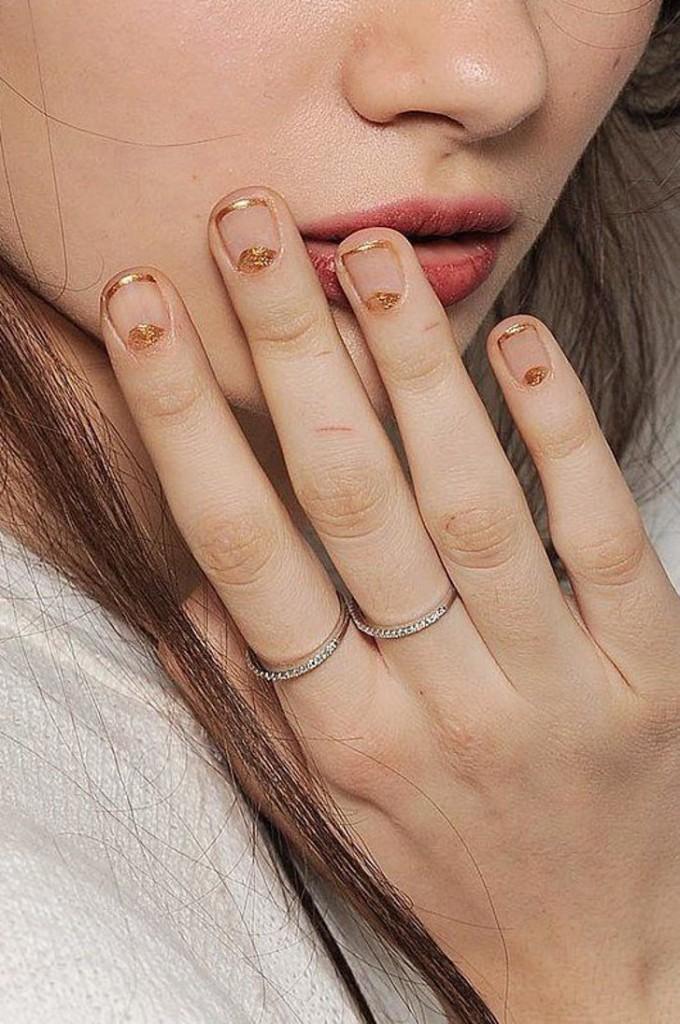 nail art - delicada - dourado