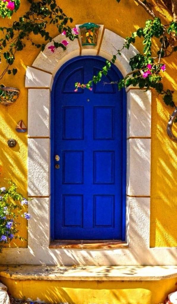 fachada - porta azul