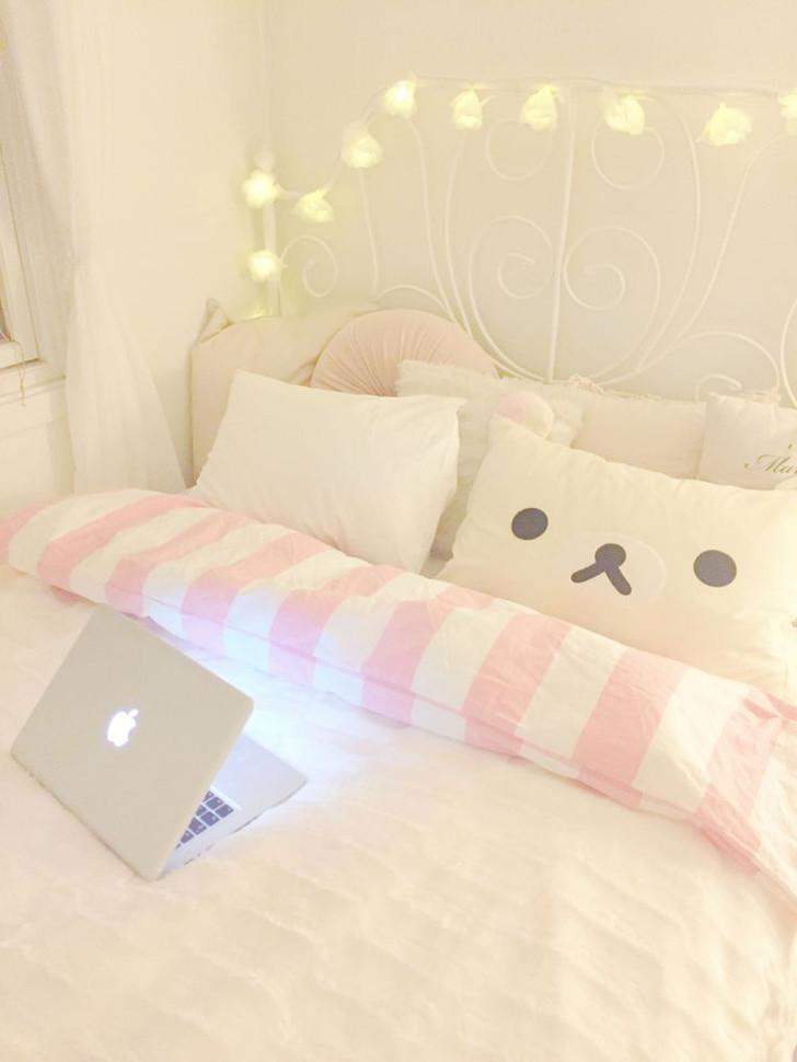 decoração de quarto rosa e branco