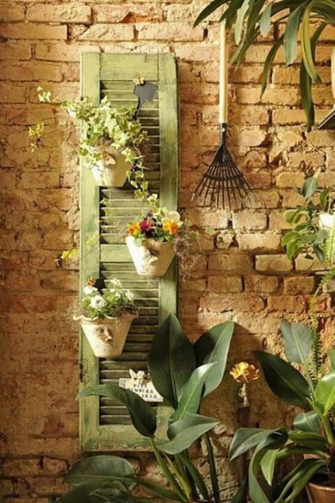 decoração de jardim - janela antiga