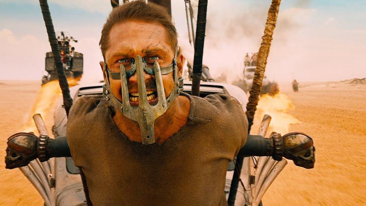 resumo Mad Max - estrada da fúria