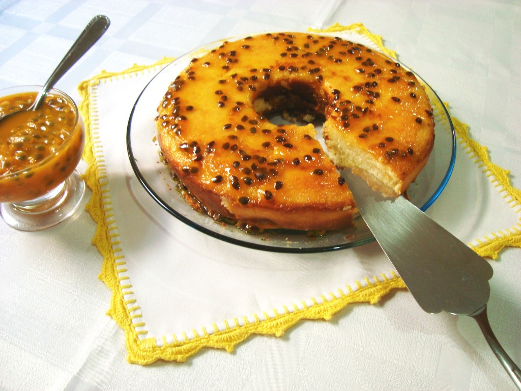 como fazer - bolo de coco e calda de maracujá