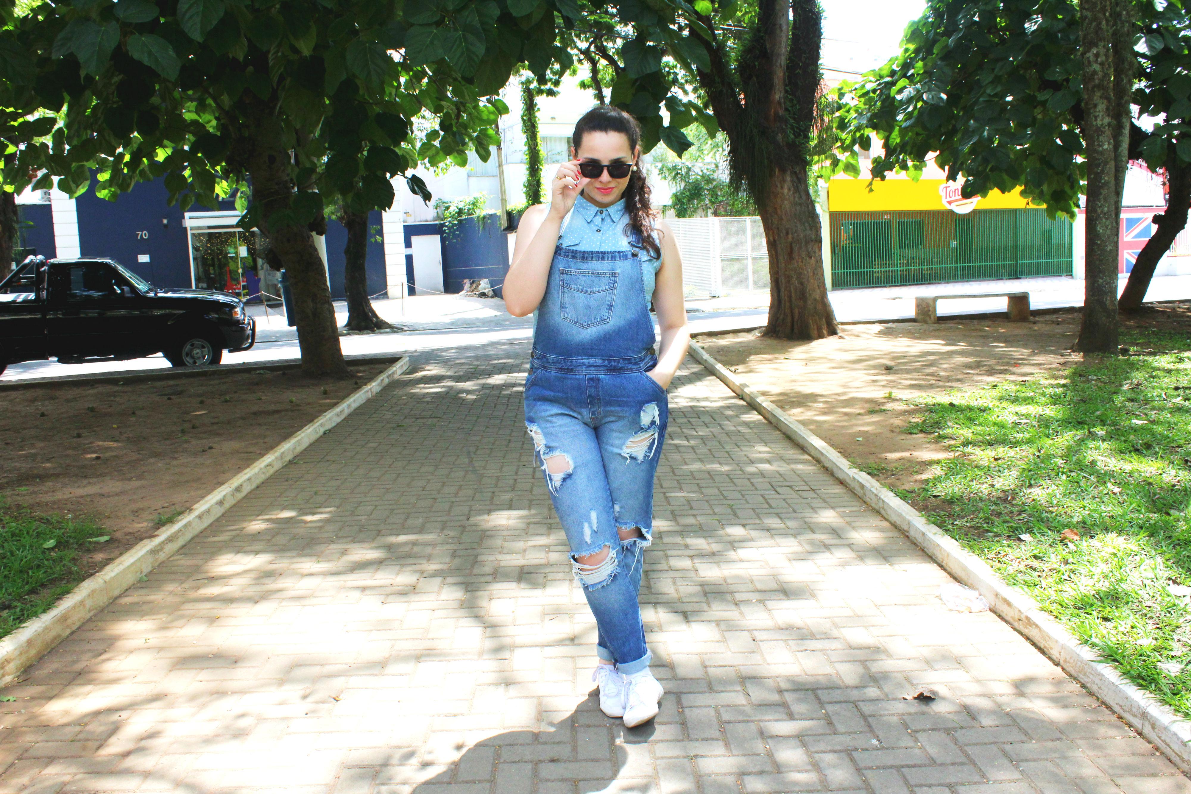 como-usar-jardineira-jeans
