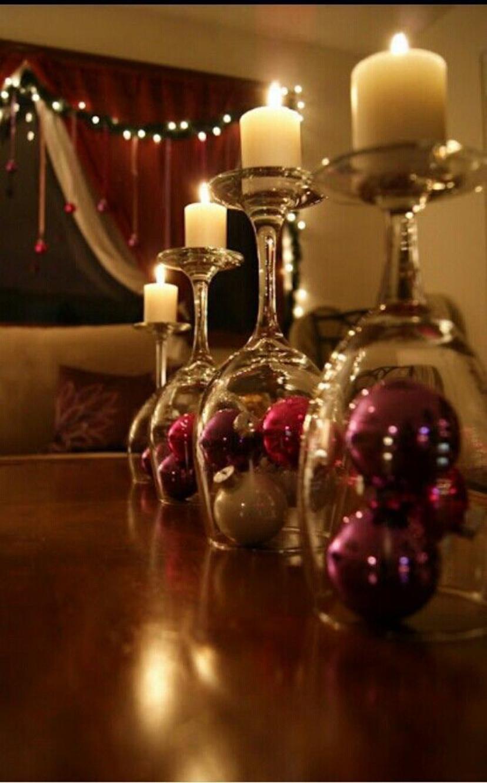 decoração de natal com bolas e velas