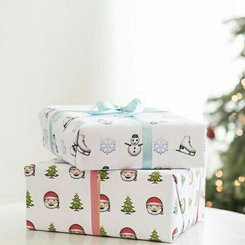 embrulhos de presentes com temas natalinos