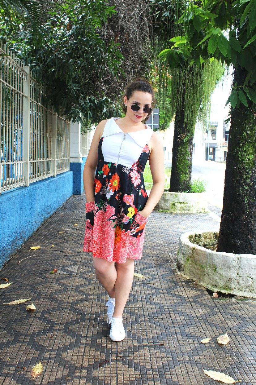look do dia - vestido de estampa floral com tênis