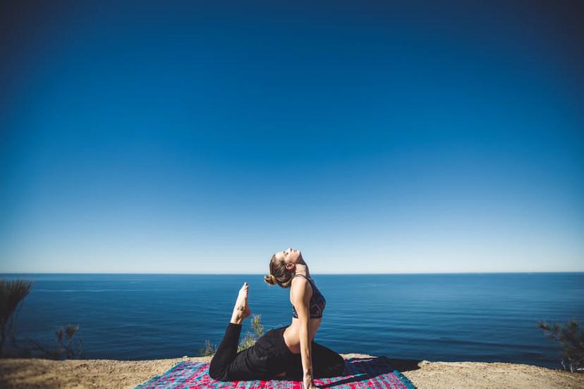 praticando ioga