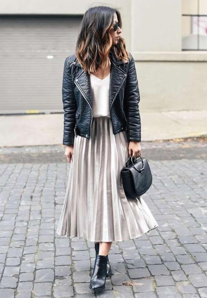 como usar jaqueta de couro com saia