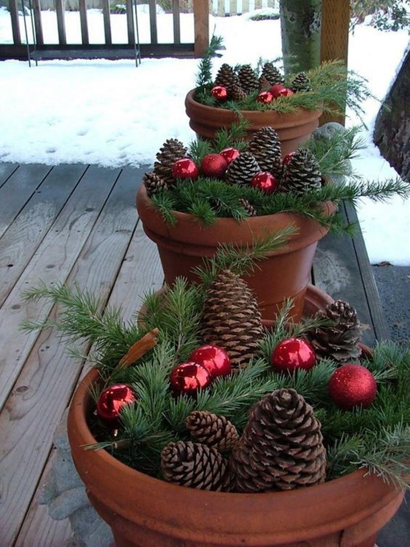 Faça você mesmo decoração de natal com pinhas e bolas
