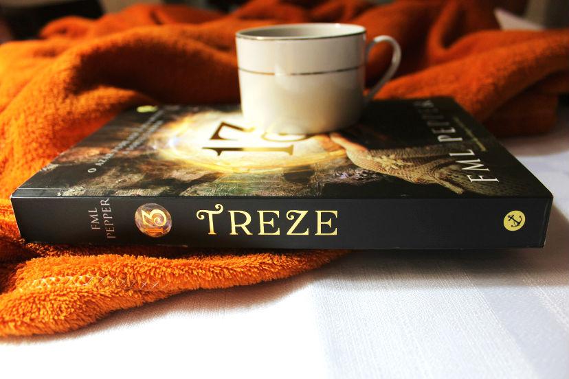 Livro com café