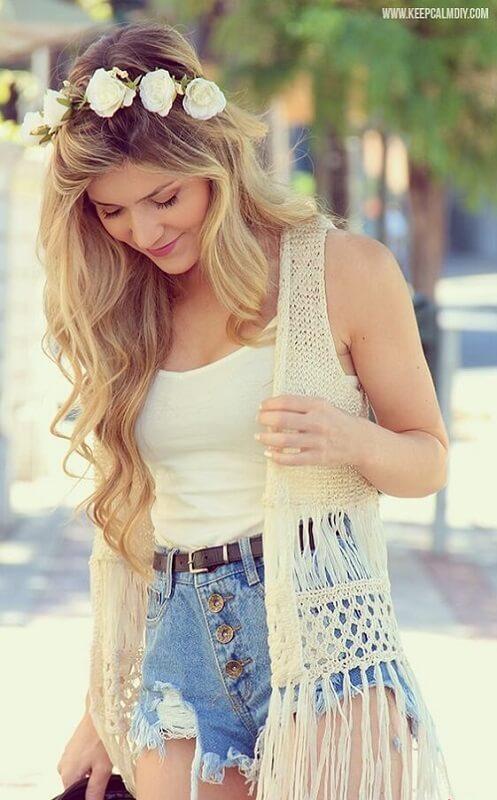 Look de verão com colete de crochê