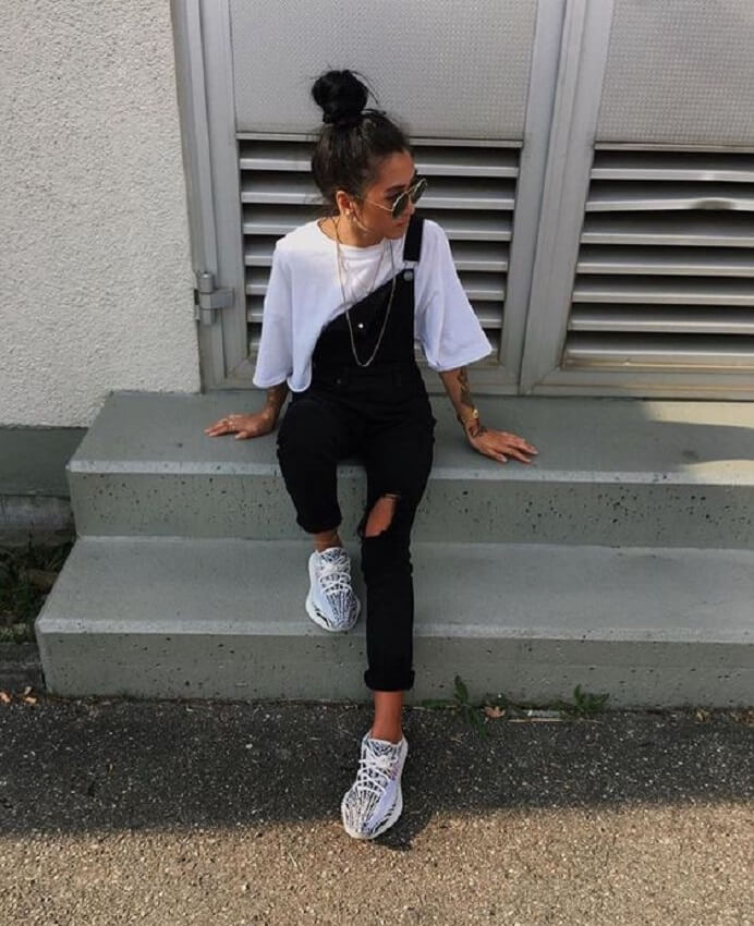 look com Adidas Yeezy Boost