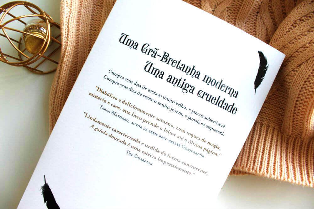 contra capa do livro a gaiola dourada
