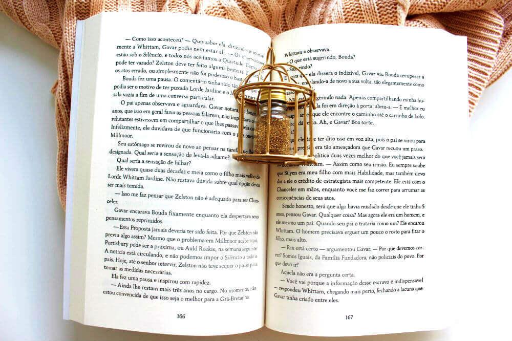 Páginas do livro - a gaiola dourada