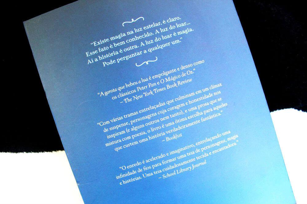 contra-capa do livro - a garota que bebeu a lua