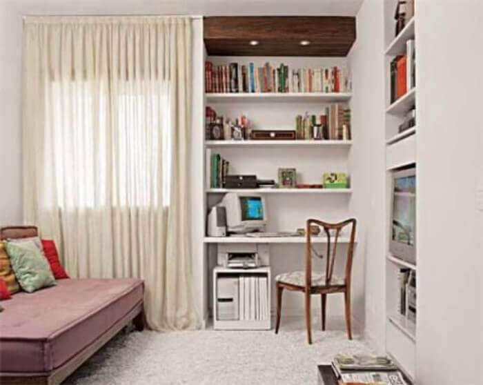 home office com prateleiras embutidas para livros