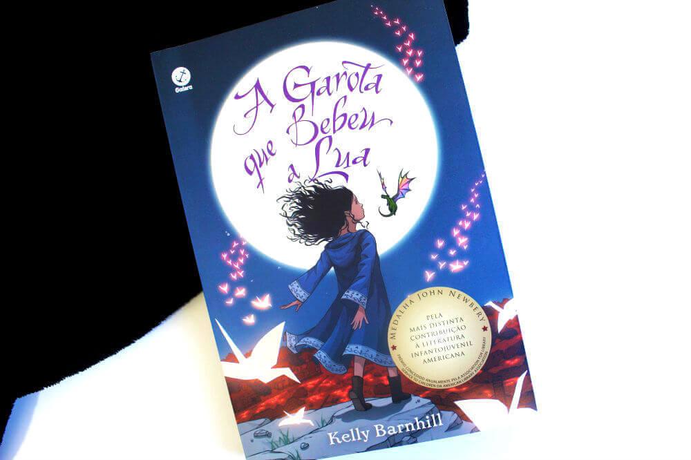 capa do livro - A garota que bebeu a lua