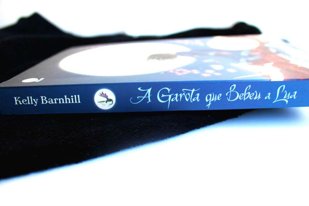lombada do livro - a garota que bebeu a lua