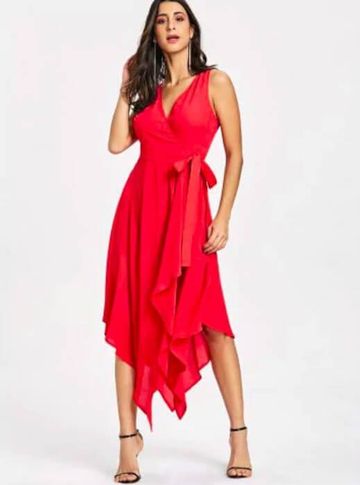 vestido vermelho com amarração cintura barra assimétrica