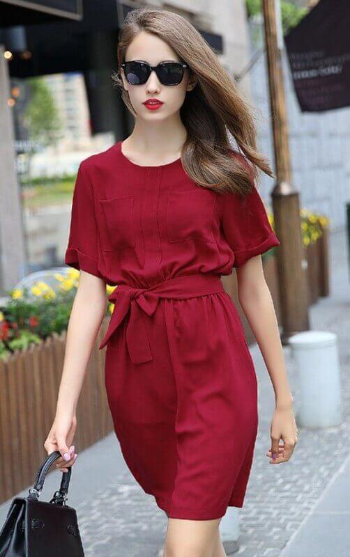 vestido vermelho com amarração na cintura