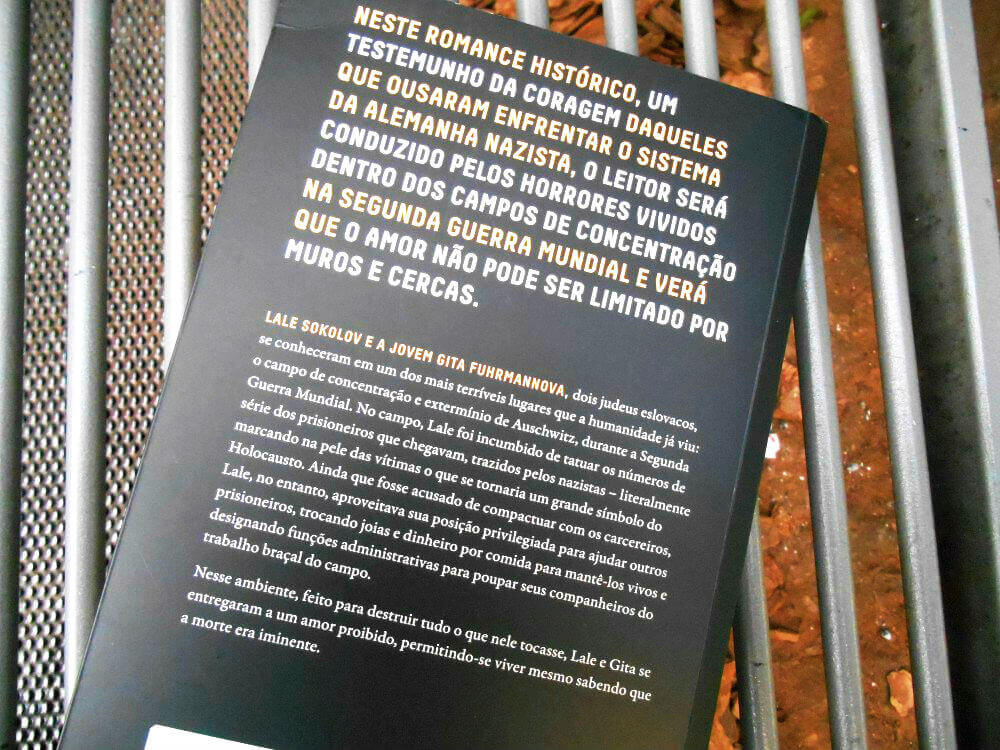 contra capa do livro o tatuador de Auschwitz
