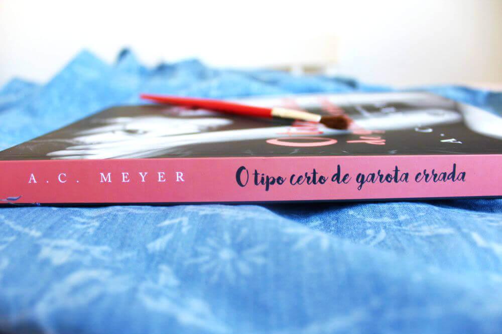 lombada do livro - o tipo certo de garota errada - A. C. Meyer
